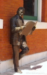 Roland Manteiga Statue