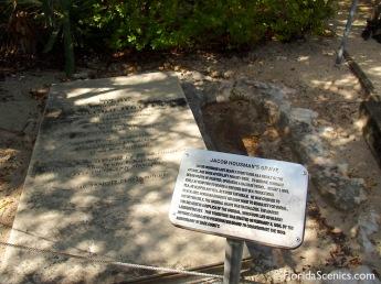 Gravesite marker