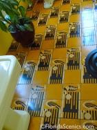 Love the art deco tile!